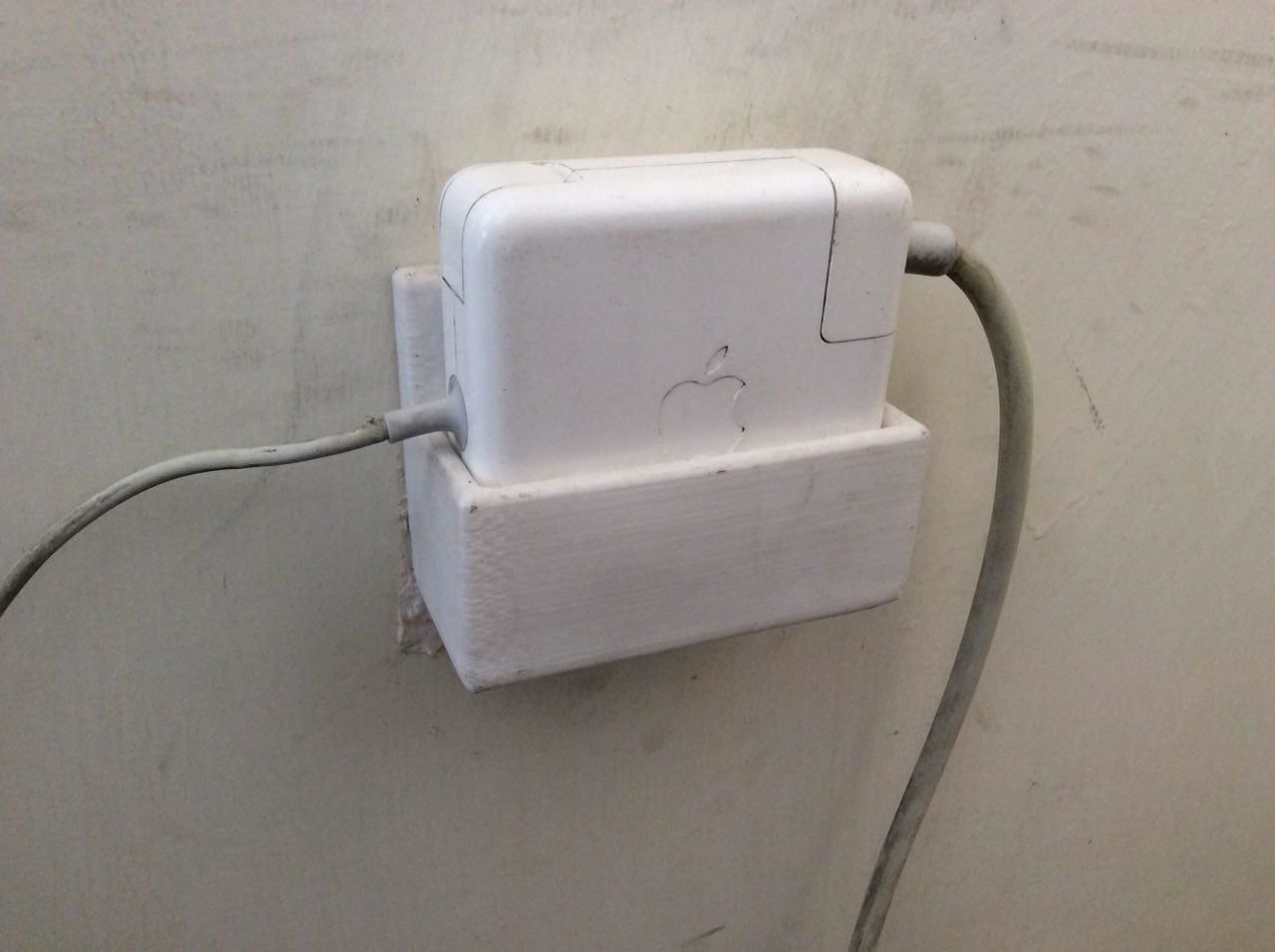 Macbook Pro Power Adapter Wall Mount 3d Printable Model 4
