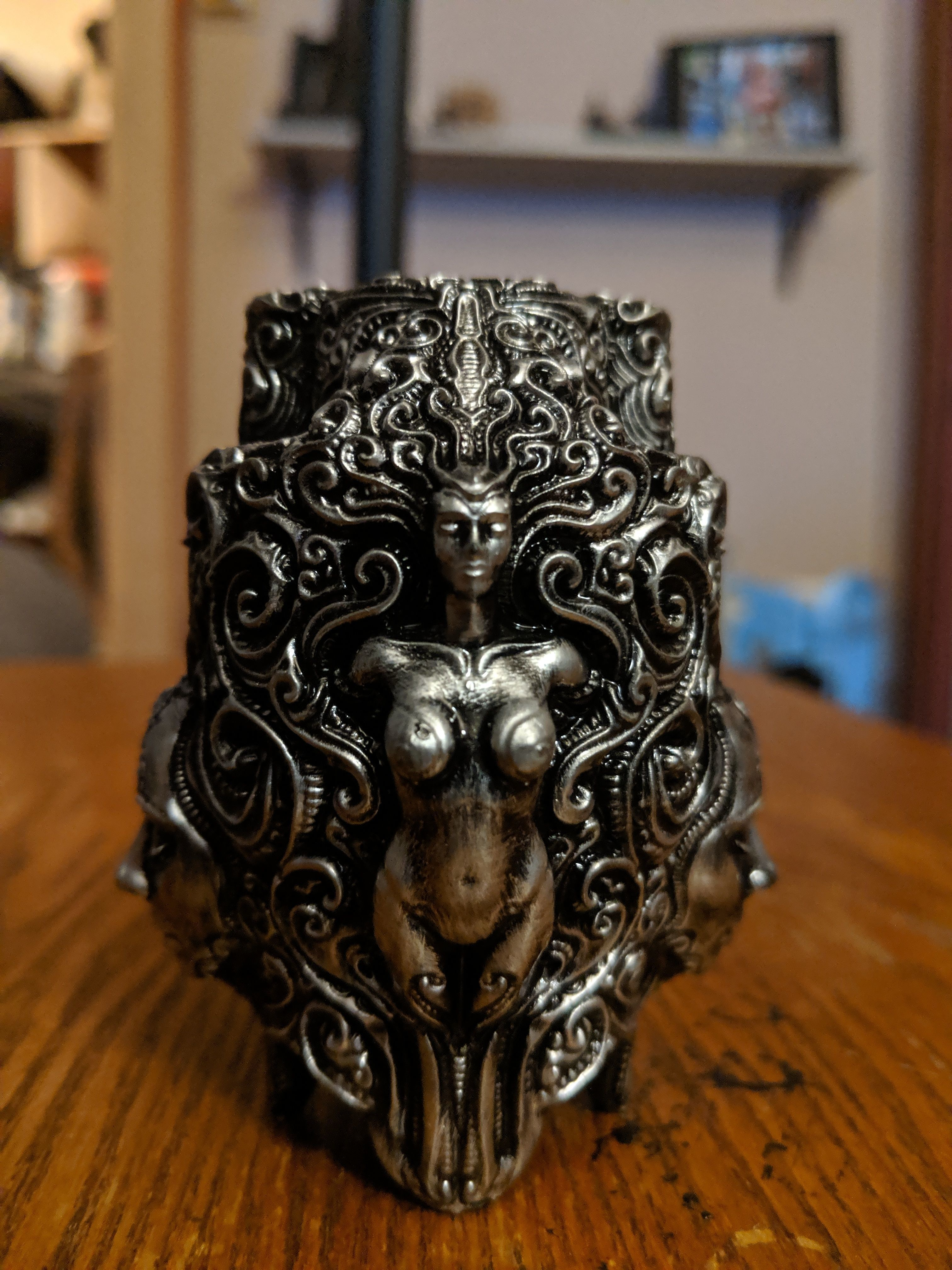 Ornate pen holder 3