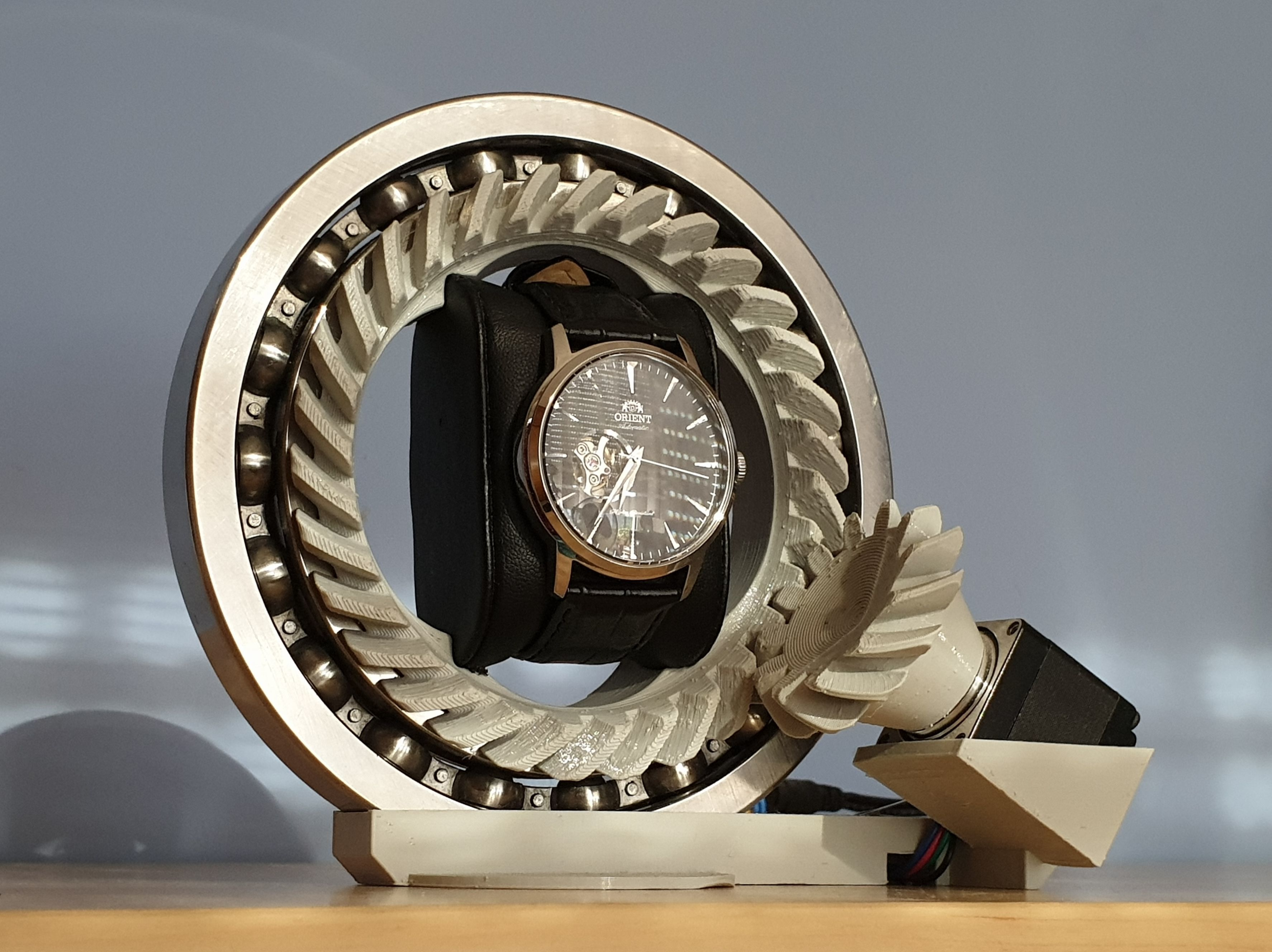 Watch winder by Damian Lickindorf - mechanics only