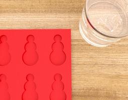 Grid_3d_printable_ice_cube_mold_snowman_3d_model_obj_stl_ed6d1245-3018-4110-ab38-dd44ab3bfe35