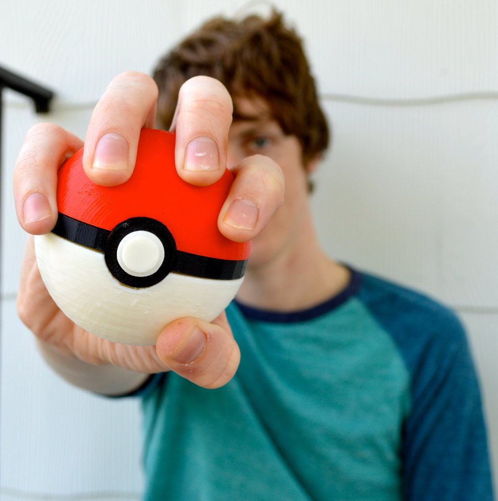 Pokeball with magnetic clasp Free 3D print model