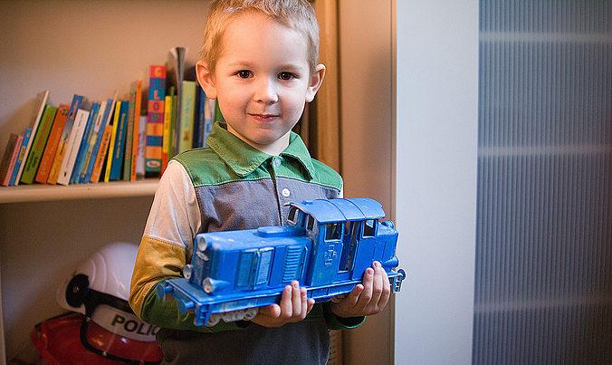 diesel locomotive that will fit lego tracks - fdm optimized 3d model stl 1
